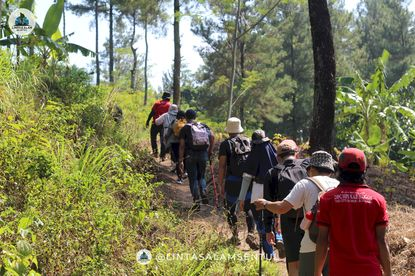 Liburan sekarang warga Ragunan, Jakarta Hiking Di Wisata Sentul Bogor