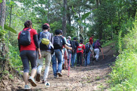 Saat ini Warga Kedaung Kali Angke, Jakarta banyak yang Hiking ke Wisata Sentul Bogor